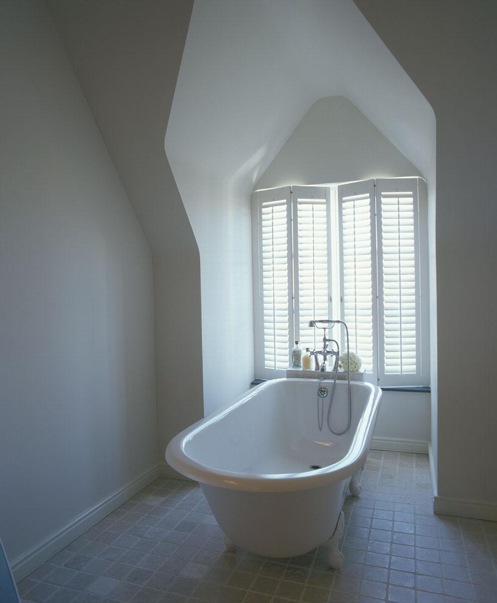 holzfensterl den oder das spiel mit dem licht karin. Black Bedroom Furniture Sets. Home Design Ideas